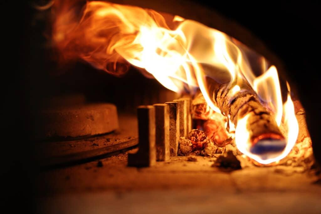 Pizzas au four feu de bois
